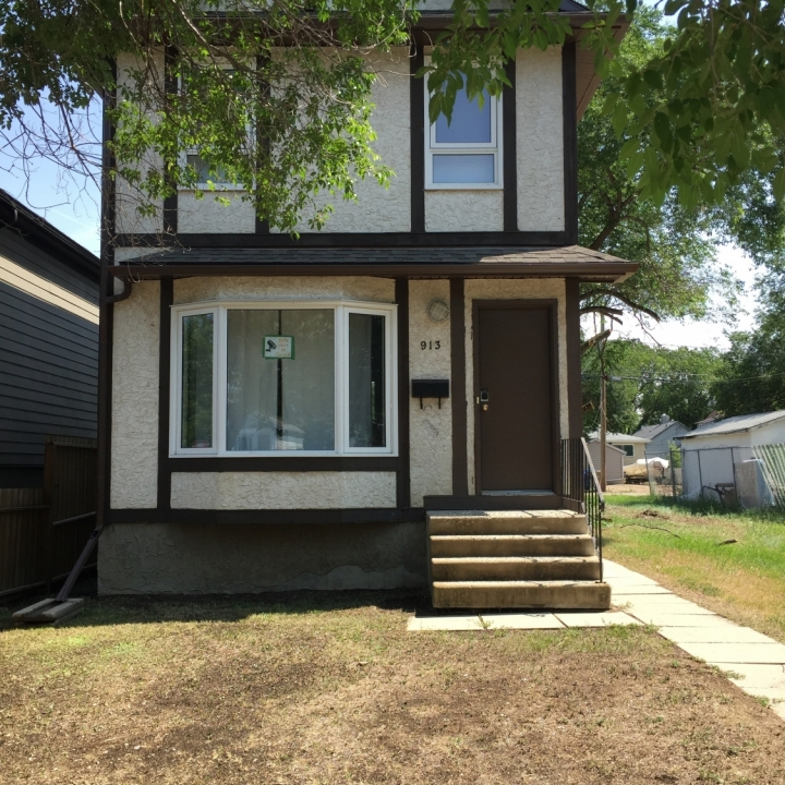 913 Retallack St - incentive available!